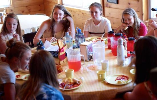 campers enjoying lunch at grizzly lodge
